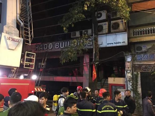 Vụ cháy nhà hàng Bếp Mường: Lực lượng chức năng cứu được 17 người - Ảnh 1.
