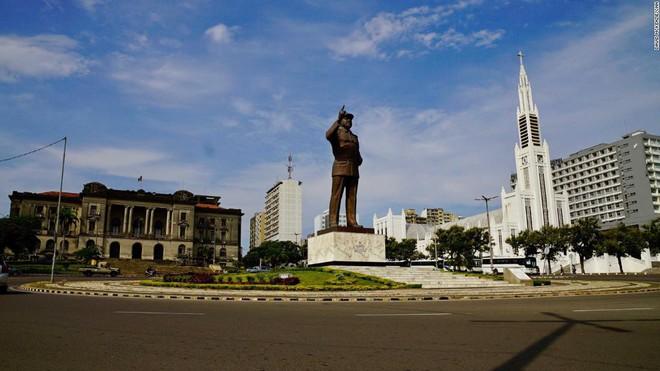 Triều Tiên bí mật huấn luyện quân sự cho Mozambique, thu bạc tỉ về Văn phòng 39? - Ảnh 2.
