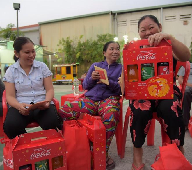 Những cánh én Coca-Cola trao gửi lời chúc Tết vẹn yêu thương - Ảnh 3.