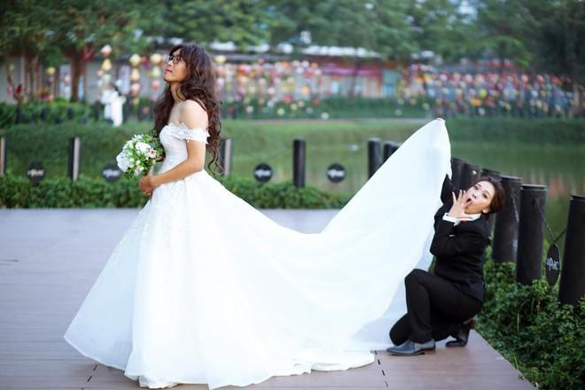 Bộ ảnh cưới đặc biệt, cô dâu khiến mọi người xung quang phải ngoái nhìn, bàn tán - Ảnh 2.