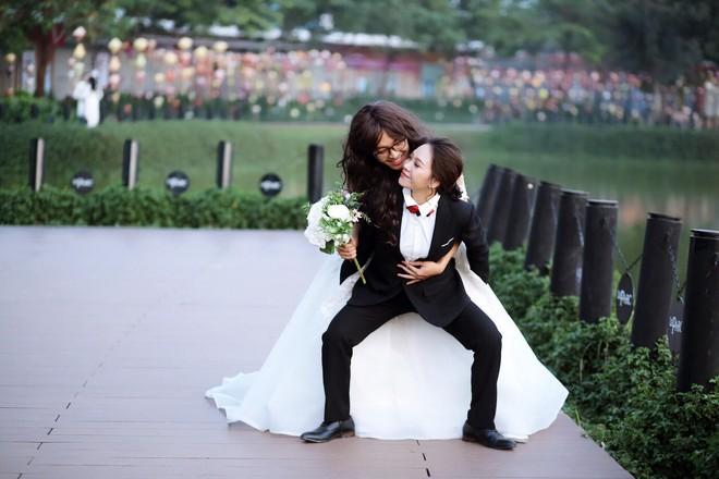 Bộ ảnh cưới đặc biệt, cô dâu khiến mọi người xung quang phải ngoái nhìn, bàn tán - Ảnh 4.
