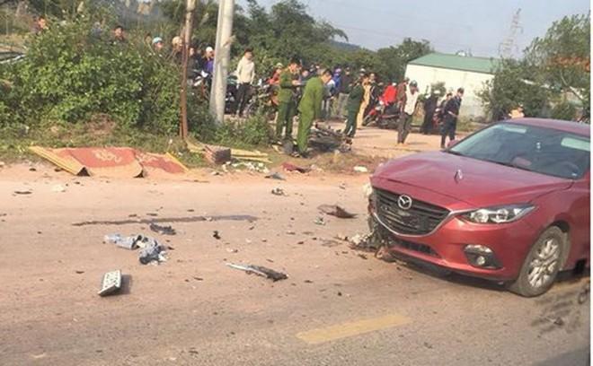 Va chạm với xe Mazda 3, hai thanh niên tử vong