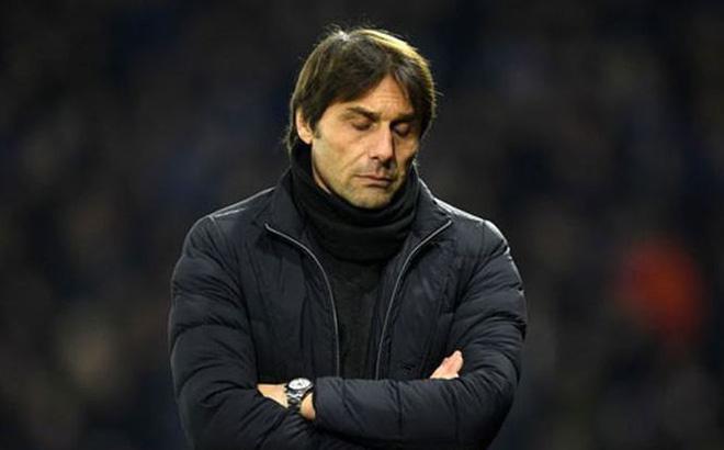 """Chelsea thảm bại, Conte """"hết đường sống"""" ở London?"""