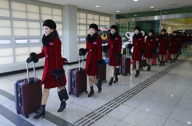 24h qua ảnh: Mỹ nữ Triều Tiên đổ bộ Hàn Quốc - Ảnh 4.