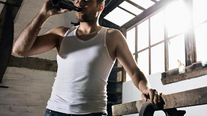 Uống rượu càng nhiều, nguy cơ bệnh tật càng cao: Uống bao nhiêu mỗi ngày là đủ? - Ảnh 2.