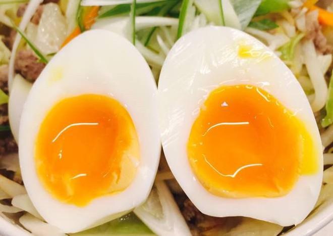 Chuyên gia khẳng định: Ăn trứng gà theo cách này, lợi ích thì ít mà tác hại vô cùng lớn - Ảnh 2.