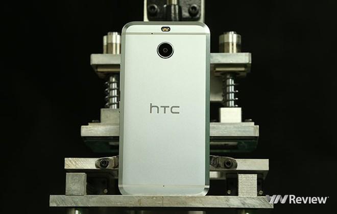 6 smartphone HTC đáng mua dịp cận Tết - Ảnh 2.