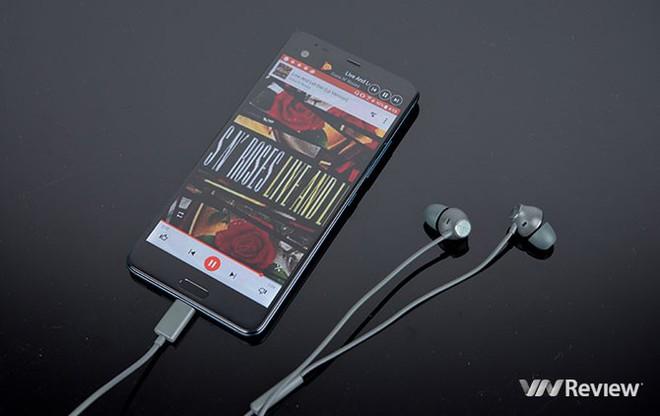 6 smartphone HTC đáng mua dịp cận Tết - Ảnh 3.