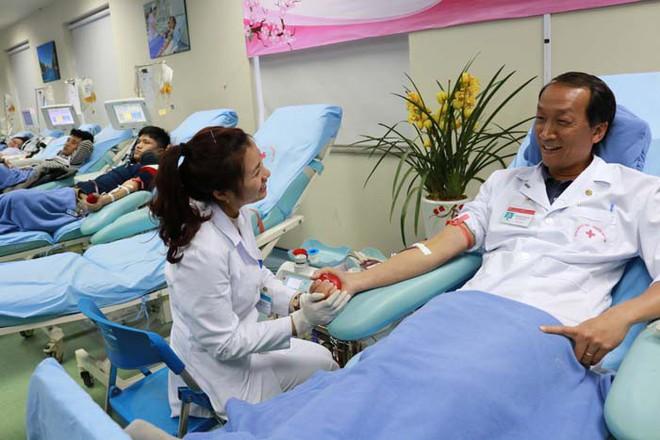 Viện trưởng Viện Huyết học Trung ương: Đủ lượng máu chữa bệnh đến ít nhất 3 tuần sau Tết - Ảnh 1.