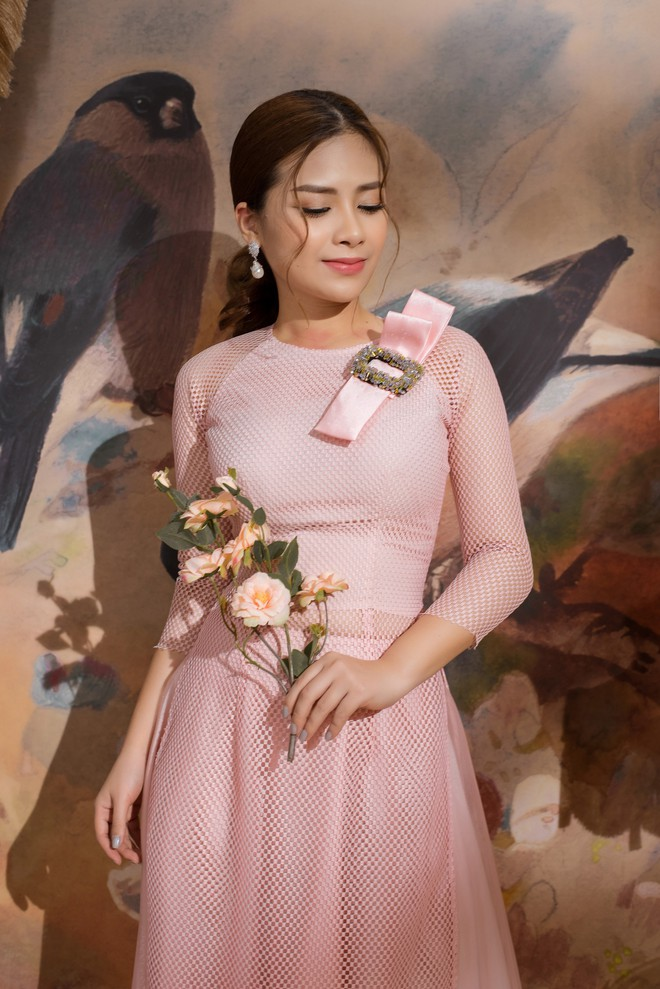 Vẻ đẹp nữ tính của Dương Hoàng Yến khi diện áo dài cách tân - Ảnh 5.