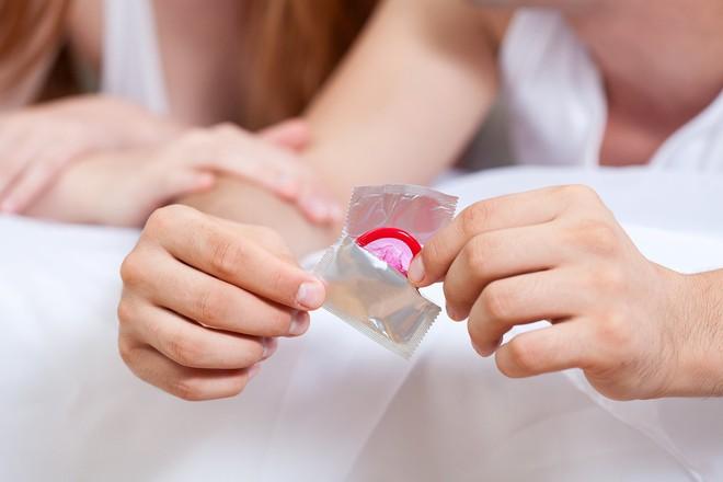Ủ bệnh lây truyền qua đường tình dục trong người mà không biết: Dấu hiệu cần phải nhớ - Ảnh 2.