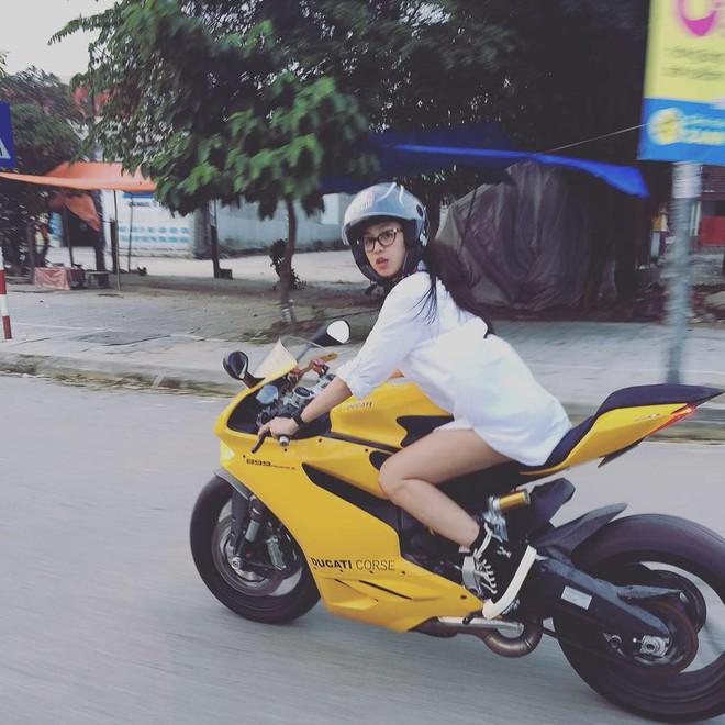 Cô gái cưỡi motor nửa tỷ trên đường phố: Tôi từng cả người lẫn xe bay thẳng vào vách núi! - Ảnh 1.