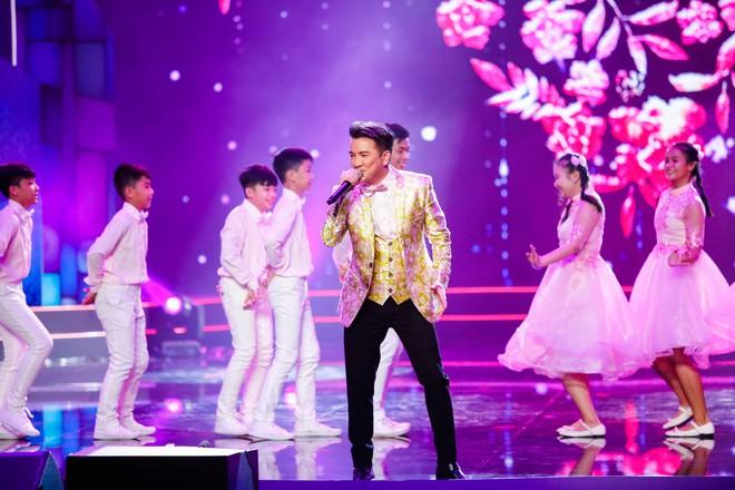 Anh trai ruột Quang Lê gây chú ý khi khoe giọng hát trước đám đông - Ảnh 10.