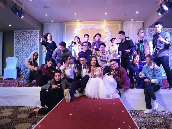 CLIP: Cô dâu mặc váy cưới, xỏ giày thể thao quẩy hip hop tưng bừng trong hôn lễ - Ảnh 2.