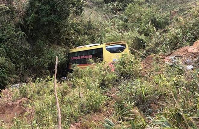 Tai nạn ở đèo Lò Xo: chiếc xe khách lao xuống vực đèo Lò Xo.
