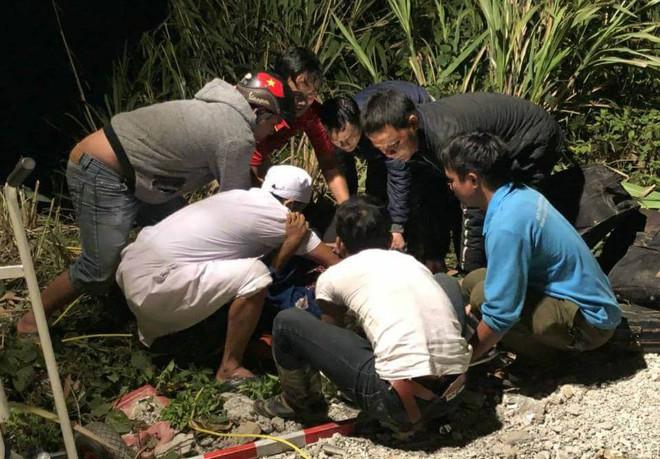 tai nạn giao thông ở đèo Lò Xo, Kon Tum: công tác cứu hộ đang rất  khẩn trương.