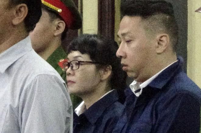 Vụ 10 sếp Navibank hầu tòa: Nhiều bị cáo bật khóc nói lời sau cùng - Ảnh 1.