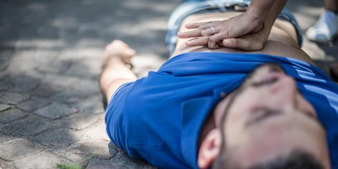 Tại sao đang trẻ khỏe, bước vào trung niên lại dễ mắc bệnh tim: Phải ngăn chặn thế nào? - Ảnh 2.