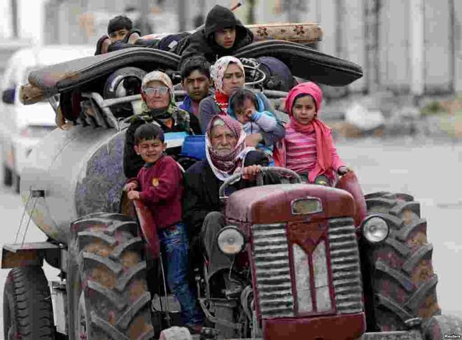 24h qua ảnh: Chiến binh quân nổi dậy Syria xả súng máy vào quân chính phủ - Ảnh 11.