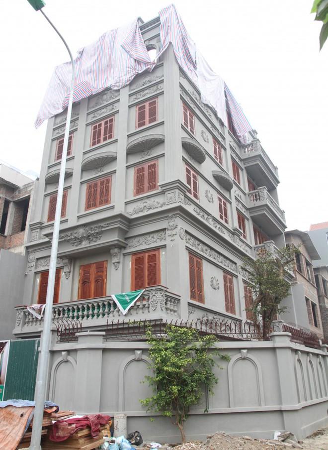 Toàn cảnh căn biệt thự xây dở dang của gia đình ông Nguyễn Thanh Hóa.