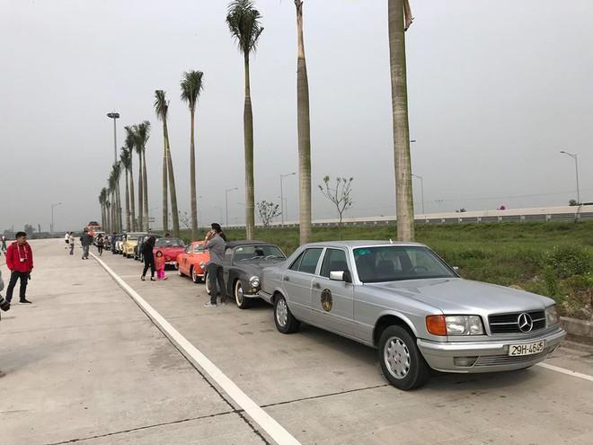 Hình ảnh những chiếc xe cổ Hà Nội xuống phố khiến bao người tò mò theo dõi - Ảnh 7.