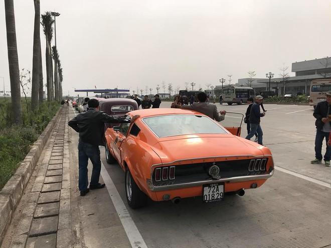 Hình ảnh những chiếc xe cổ Hà Nội xuống phố khiến bao người tò mò theo dõi - Ảnh 5.