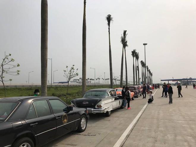 Hình ảnh những chiếc xe cổ Hà Nội xuống phố khiến bao người tò mò theo dõi - Ảnh 3.
