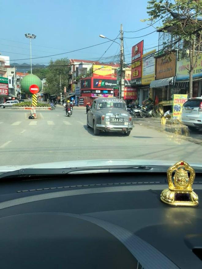 Hình ảnh những chiếc xe cổ Hà Nội xuống phố khiến bao người tò mò theo dõi - Ảnh 2.