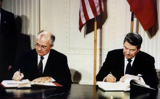 Mỹ-Nga đẩy Đồng hồ Tận thế sát nửa đêm và lời giải của cựu tổng thống Liên Xô Gorbachev
