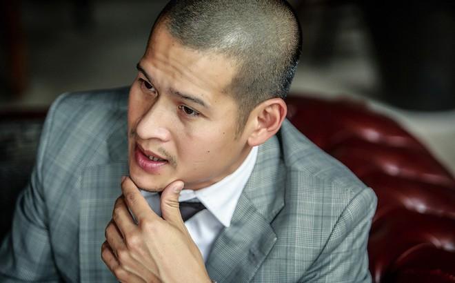 """Lùm xùm dự án với """"chúa đảo Tuần Châu"""", đạo diễn Việt Tú: Họ luôn tấn công tôi trước"""