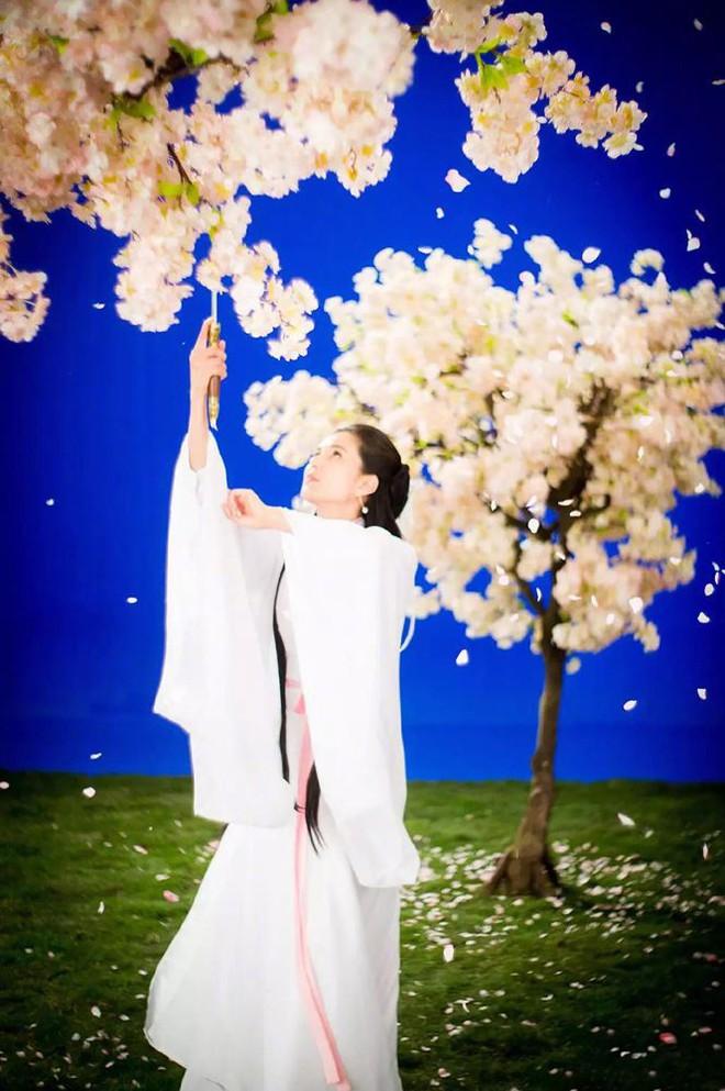 [VIDEO] Diễn lại vai Tiểu Long Nữ ở tuổi U50: Lý Nhược Đồng vẫn đẹp thoát tục  - Ảnh 5.