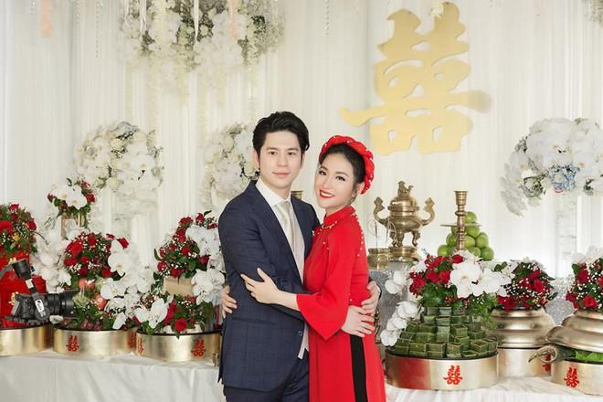 Mai Hồ công khai loạt khoảnh khắc ngọt ngào với chồng sắp cưới trong lễ đính hôn - Ảnh 1.
