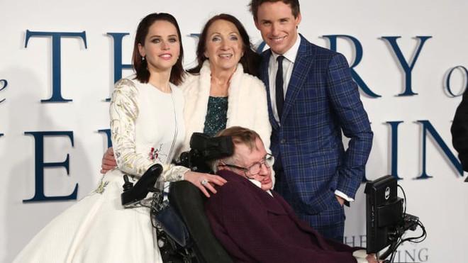 Điều kỳ diệu gì giúp cho thiên tài Stephen Hawking sống thêm 55 năm dù mắc bệnh ALS? - Ảnh 4.