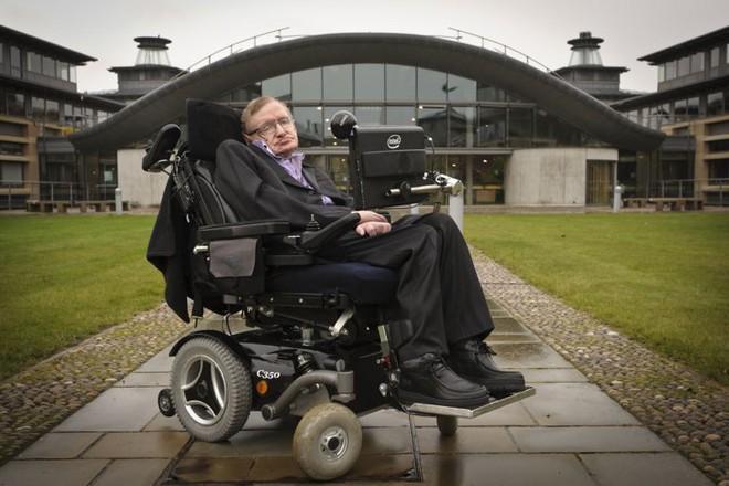 Câu chuyện về chiếc xe lăn diệu kỳ của huyền thoại Stephen Hawking: người kết nối vũ trụ trên từng vòng xoay - Ảnh 3.