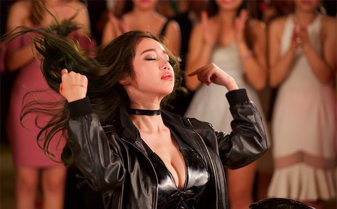Clip: Cảnh sexy của Elly Trần trong phim của Trần Bảo Sơn, Mike Tyson