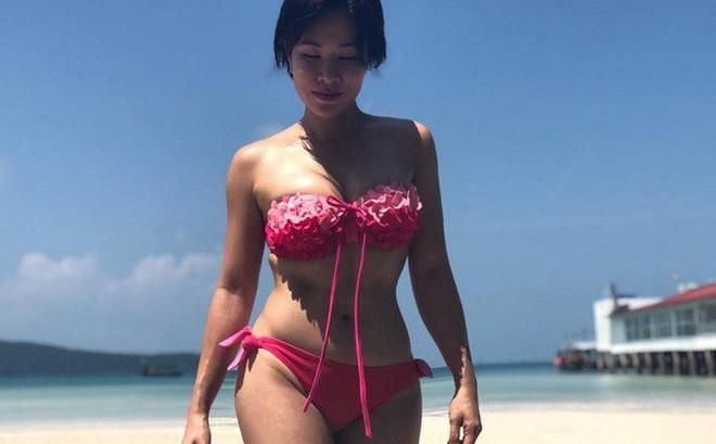 Hình ảnh bikini khỏe khoắn đầy sexy của Uyên Linh