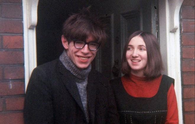 Sự nghiệp ba người con của Stephen Hawking - kết tinh tình yêu của giáo sư và vợ đầu - Ảnh 1.
