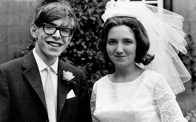 Sự nghiệp ba người con của Stephen Hawking - kết tinh tình yêu của giáo sư và vợ đầu - Ảnh 2.