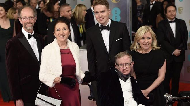 Sự nghiệp ba người con của Stephen Hawking - kết tinh tình yêu của giáo sư và vợ đầu - Ảnh 4.