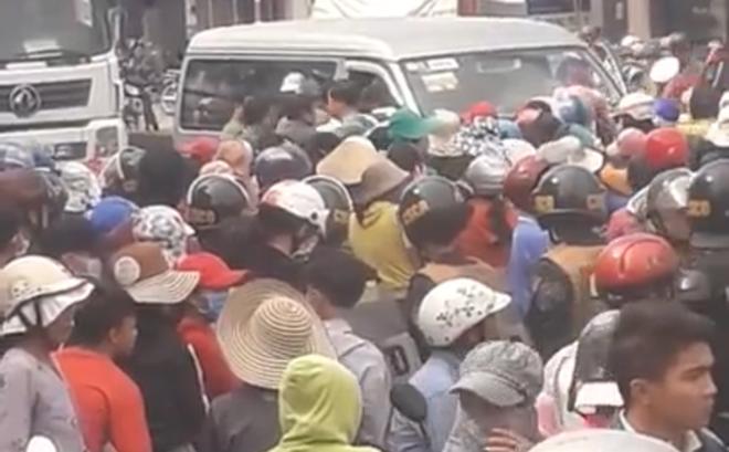 Nhà máy chưa xây, hàng trăm người dân đã chặn đường phản đối