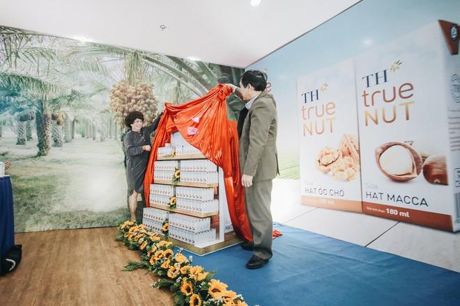 Tập đoàn TH chính thức ra mắt sữa TH true NUT hạt óc chó và TH true NUT hạt macca - Ảnh 2.