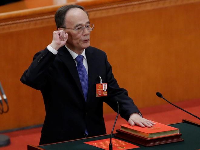 Đại biểu Trung Quốc rơi lệ khi ông Tập Cận Bình tuyên thệ nhậm chức Chủ tịch nước - Ảnh 11.