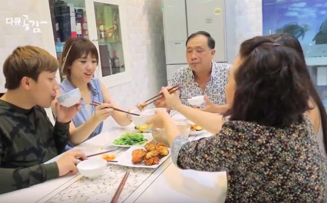 Hari Won: Nhờ sống cùng mẹ chồng mà cãi nhau với Trấn Thành giảm bớt