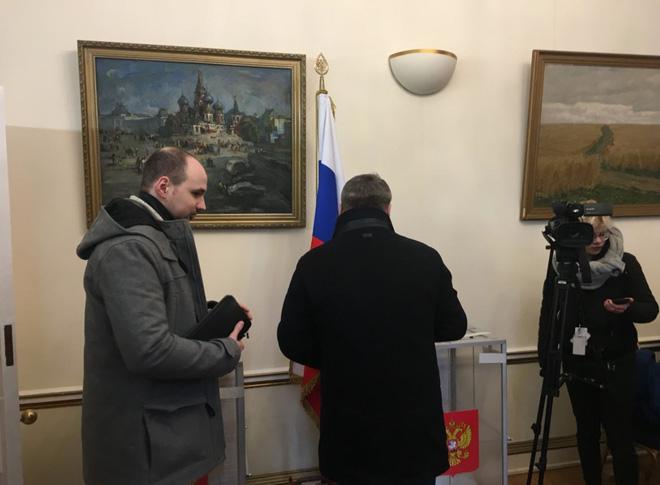 Bầu cử tổng thống Nga: Cử tri tại Anh không bị cản trở bỏ phiếu giữa căng thẳng ngoại giao - Ảnh 2.