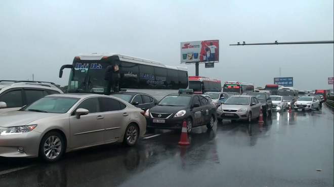 Đang đi cấp cứu tai nạn, xe cứu hoả đâm trực diện xe khách trên cao tốc - Ảnh 3.