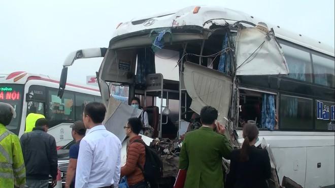 Đang đi cấp cứu tai nạn, xe cứu hoả đâm trực diện xe khách trên cao tốc - Ảnh 2.