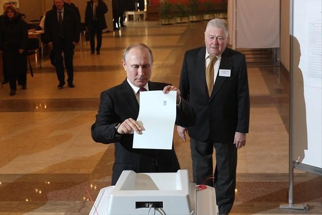 Bầu cử tổng thống Nga 2018: Ông Putin đi bỏ phiếu tại cùng địa điểm tổng tuyển cử 2012 - Ảnh 3.