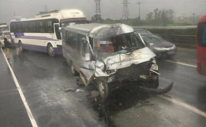 Tai nạn liên hoàn giữa 4 ô tô trên cao tốc Pháp Vân - Cầu Giẽ