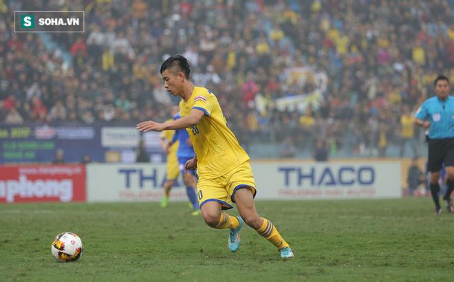 Cận cảnh 90 phút đen đủi khó tin của Phan Văn Đức trong ngày ra quân V.League