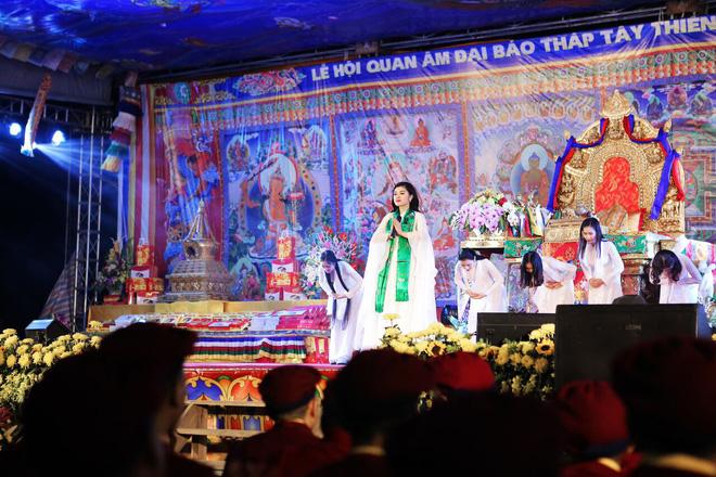 Sao Mai Thu Hằng trong trẻo, thoát tục hát nhạc Phật - Ảnh 1.